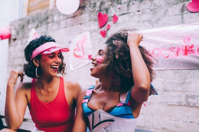 Vrouw zijn, sexy, slim én flirten: Het mag en kan allemaal tegelijk.