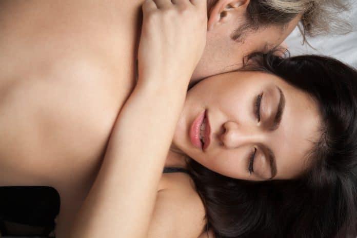 70% van de Nederlanders verkiest telefoon in bed boven seks met partner